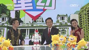 """深圳机器人与央视主持一起""""说奥运"""""""
