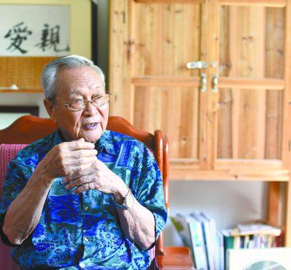 89岁老翁朱伟明:早年离乡游列国 晚归故里传客学