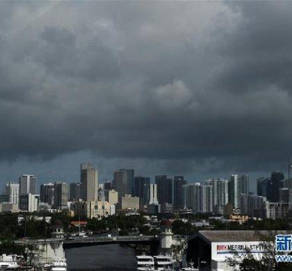 """新闻分析:强飓风""""双击""""美国敲响气候警钟"""