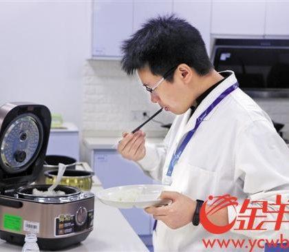 """""""疯狂煮夫""""黄兵:日食十碗饭 """"智""""造电饭煲"""