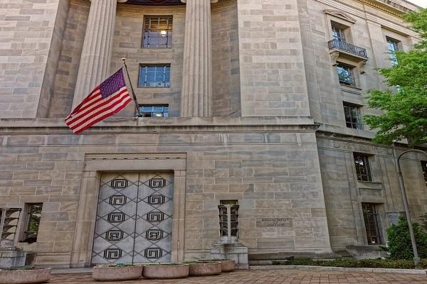 美国侦破一起大规模高校入学舞弊案 50人被起诉