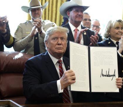 特朗普首用否决权 府院之争再升级