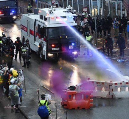 香港特区政府:激进示威者升级的违法暴力行为将香港推向极为危险的边缘