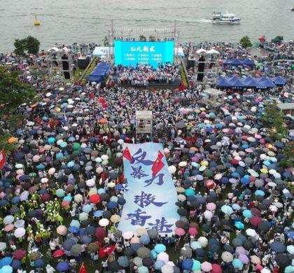 """一封信·文化衫·妈妈团——""""反暴力、救香港""""大集会亮点一瞥"""