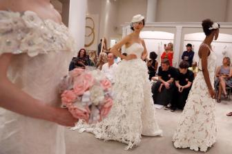 通讯:中国绣娘织出美国新娘婚纱梦——贸易摩擦阴影下的中美婚纱业