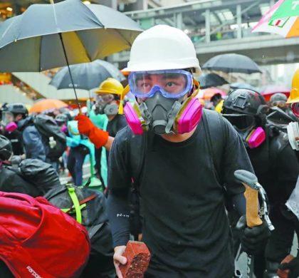 述评:不要再让政治黑手荼毒香港青少年