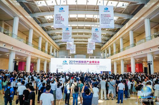 开房车出行,住移动房屋——中国旅游产业新动向