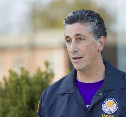 美国新泽西州一市长称其去年11月感染新冠病毒