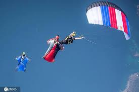 最后一跳——翼装飞行承载的梦想与敬畏