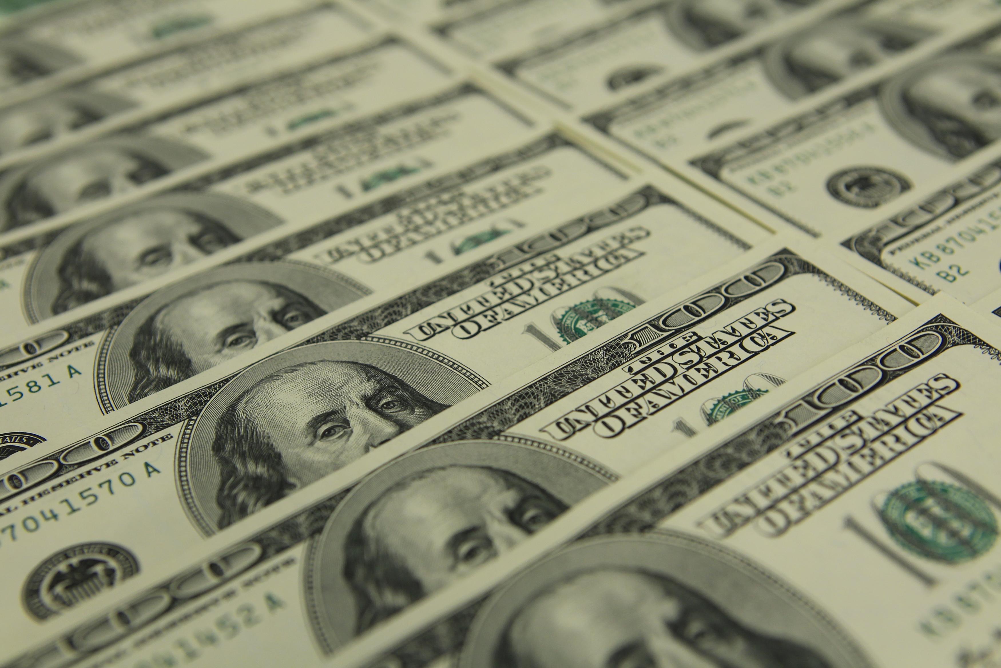 156位经济学家呼吁给民众定期发钱:可刺激消费