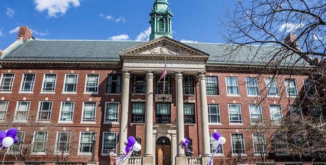 波士顿学校委员会经过激烈公开辩论 准对考试学校录取标准进行全面改革