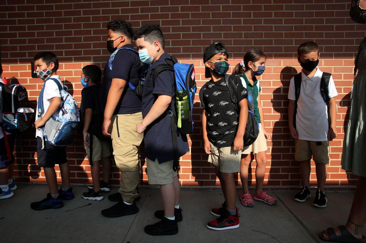麻州学生新学年开学必须戴口罩 专家详解其有效性及其缺点担忧
