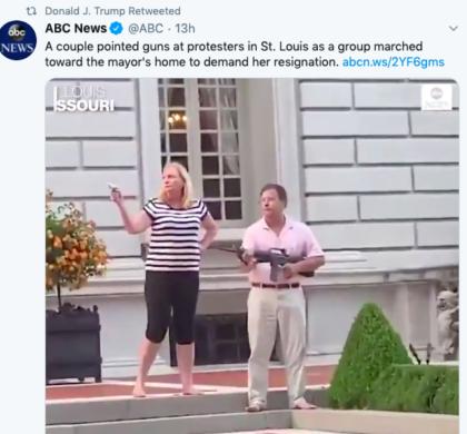 川普转发了这段视频:一对夫妇向示威者挥舞枪支