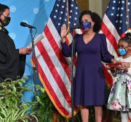 """金·珍妮市长宣誓就职演讲:""""我们唯一的选择就是变得更好"""""""