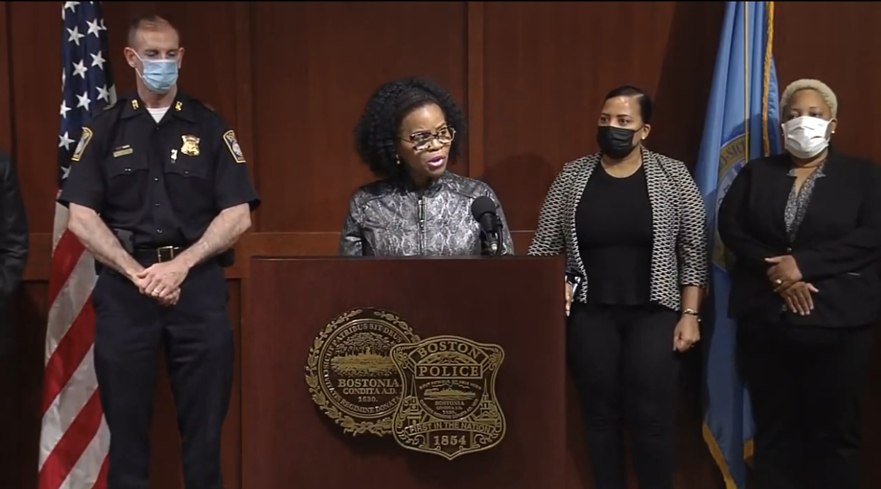 波士顿市长宣布夏季打击暴力计划