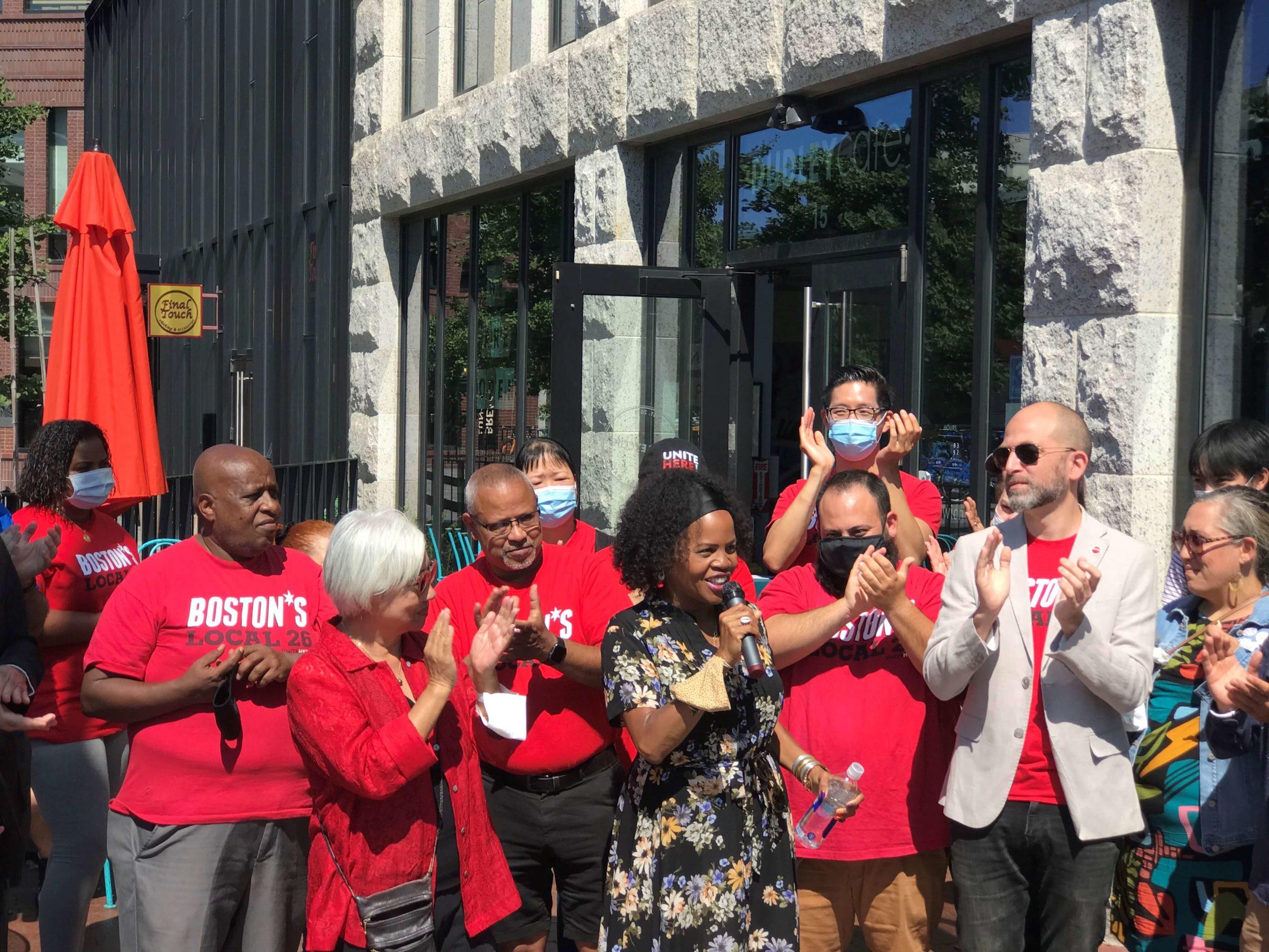 """RTCV 支持市长珍妮继续担任市长任期 """"当珍妮获胜时有色人种社区就会获胜"""""""